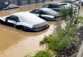 غرق شدن خودروهای پورشه در سیل! +فیلم