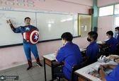معلم تایلندی با لباس ابر قهرمان در کلاس! +عکس