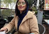 هانیه غلامی با عینک شیک در کافه+عکس